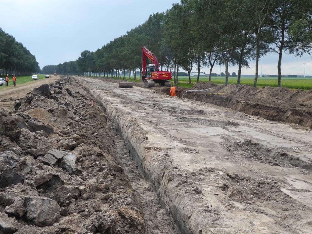 de weg krijgt nieuwe drainage voor een goede waterhuishouding