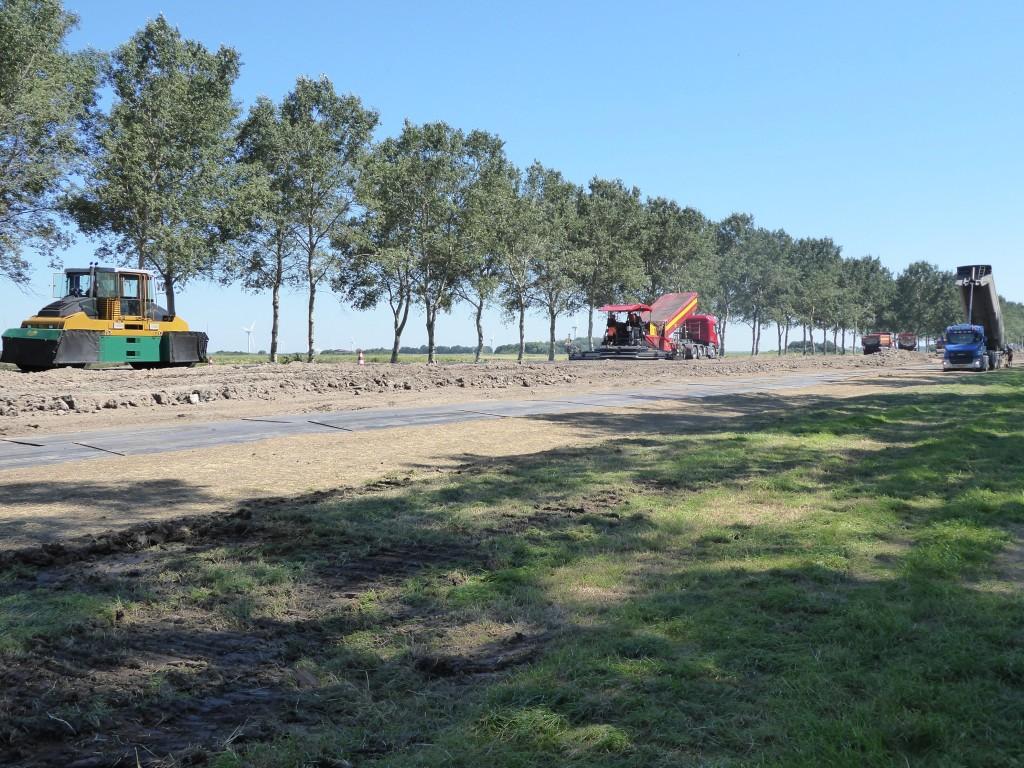 En komt er 30.000 ton nieuw asfalt in 4 lagen van totaal 24 cm dik